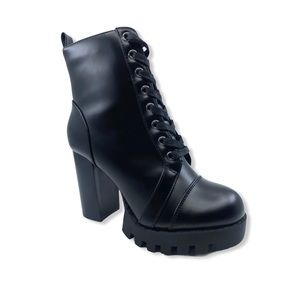 NWT Quinn Heeled Boot